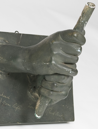 Image of sculpture of Joyce Wethered's grip   R&A