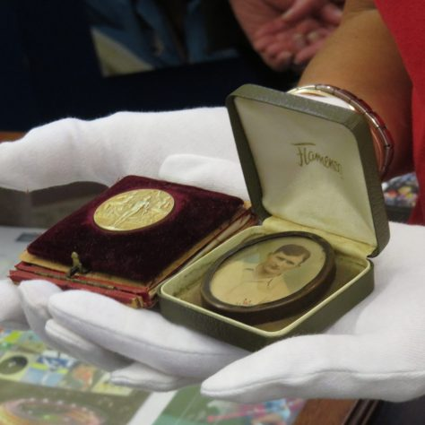 Medal displayed on a cushion and photo displayed in a decorative box | Courtesy of The Hockey Museum