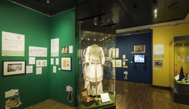 A dress and croquet set in a display cabinet at the Wimbledon Lawn Tennis Museum | AELTC/Ben Pipe/Wimbledon Lawn Tennis Museum