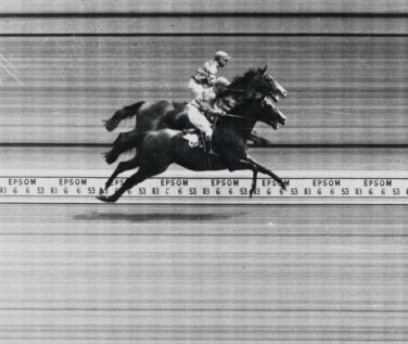 Black and white photo finish of a horse race   © RaceTech