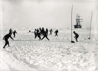 Online Exhibition 3 / Sports in Extreme Environments