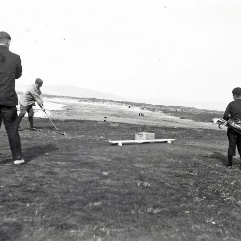 Golfers at Machrihanish Golf Club, c1910 | Am Baile