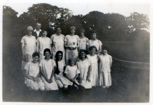 Chiddingstone Causeway Stoolball team, 1921 | Sussex Archaelogical Society
